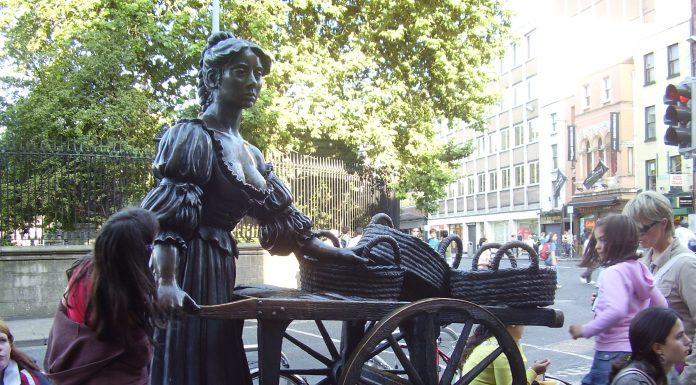 Dublin Molly Malone Statue